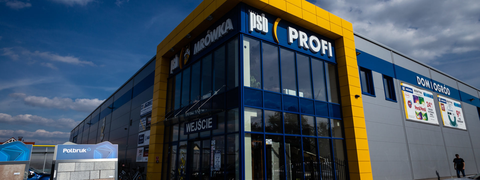 Realizacja 2016 - hala handlowa BZM Cieśla w województwie dolnośląskim w Bogatyni - budynek z zewnątrz