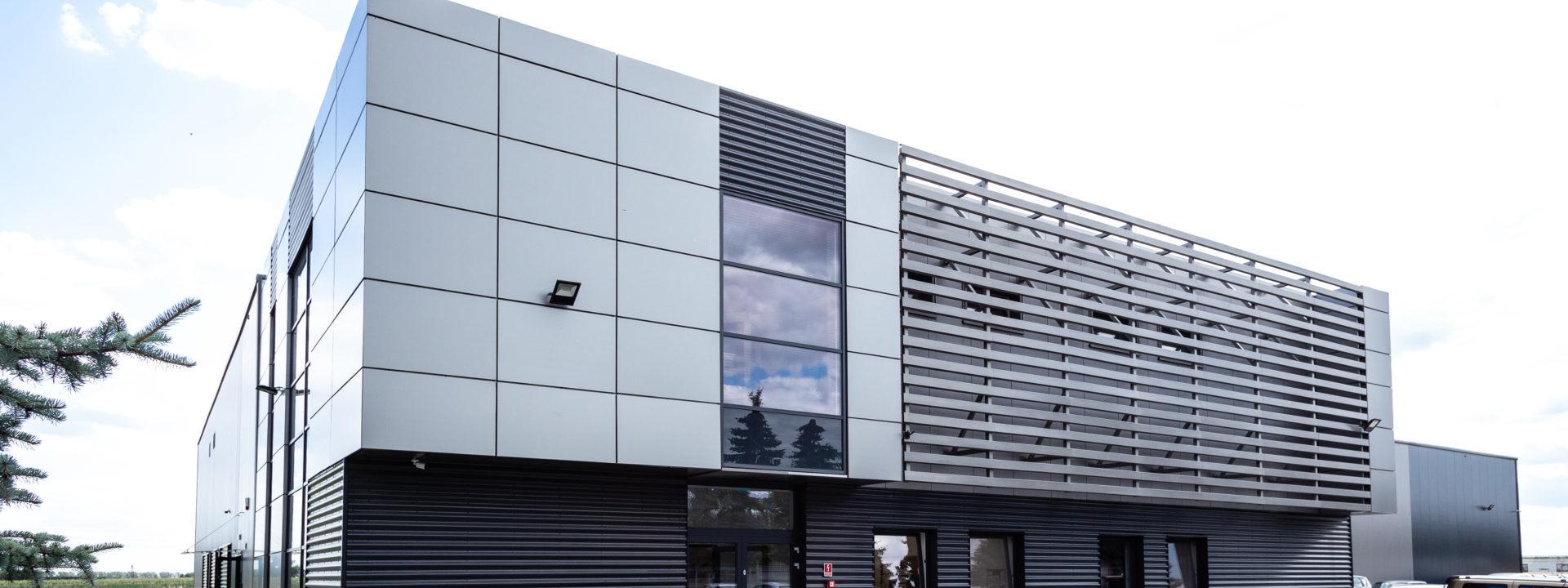 Realizacja 2016 - hala produkcyjno-magazynowa Deco-Sun w Kostrzynie w województwie wielkopolskim - budynek z zewnątrz