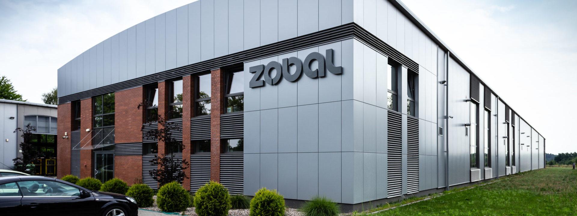 Realizacja 2015 - Hale produkcyjno-magazynowo Zobal w Trzciance w województwie wielkopolskim - hala z zewnątrz